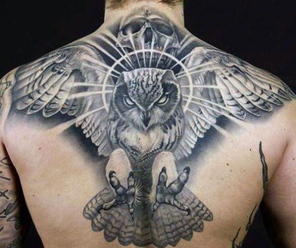 Mẫu hình xăm ở lưng dành cho nam hình chú chim cú mèo