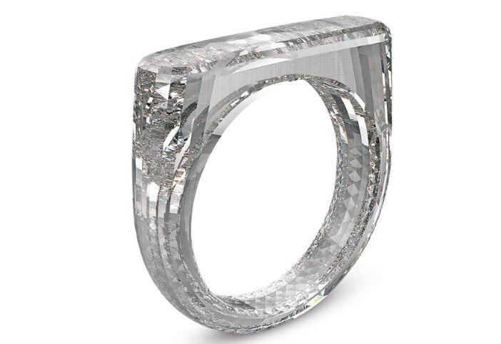 Jony Ive và Marc Newson đã thiết kế một chiếc nhẫn kim cương trị giá 250.000 đô la cho tổ chức từ thiện