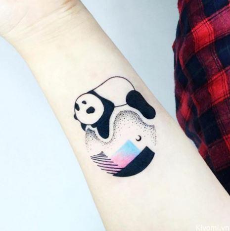 Hình xăm gấu con dễ thương trên cánh tay nữ