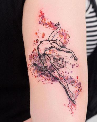 Hình xăm trên cánh tay nữ dễ thương