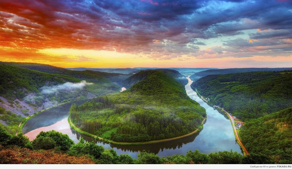 Bức tranh phong cảnh thiên nhiên hùng vĩ