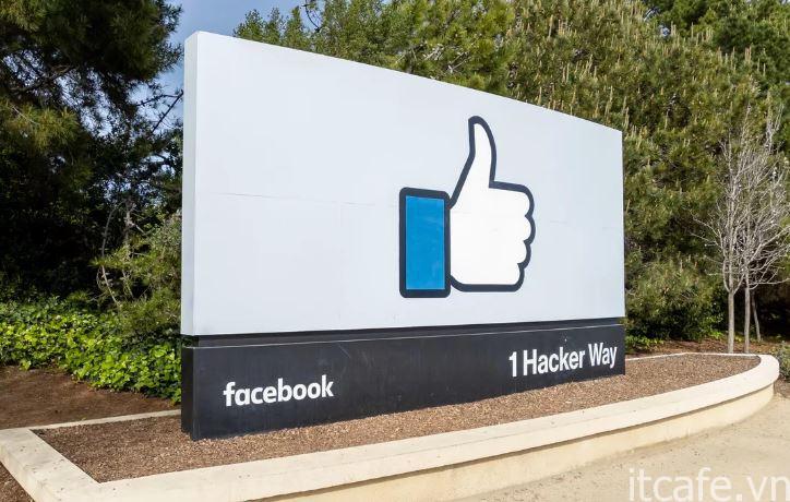 Facebook đã chứng kiến sự chia sẻ của mình về những lo ngại về quyền riêng tư, điều này thúc đẩy lý thuyết âm mưu. Stephen Shankland / CNET